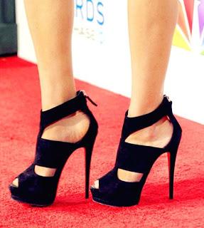 c81c6d2c9ee Πολλές είναι οι φορές που έχουν γραφτεί μελέτες για τη ζημιά που μπορούν να  προκαλέσουν στα γυναικεία πόδια τα ψηλά τακούνια.