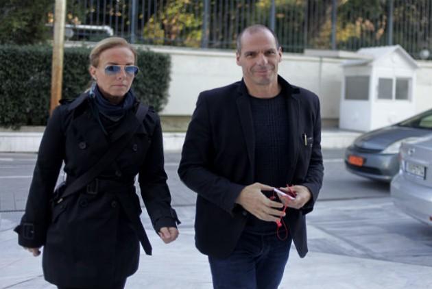 Το Σάββατο το απόγευμα στο κυβερνητικό συμβούλιο ο Βαρουφάκης προσήλθε με τη σύζυγό του.