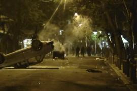 Βίντεο από Εξάρχεια! Αναπαδογυρισμένο αυτοκίνητο στην Στουρνάρη