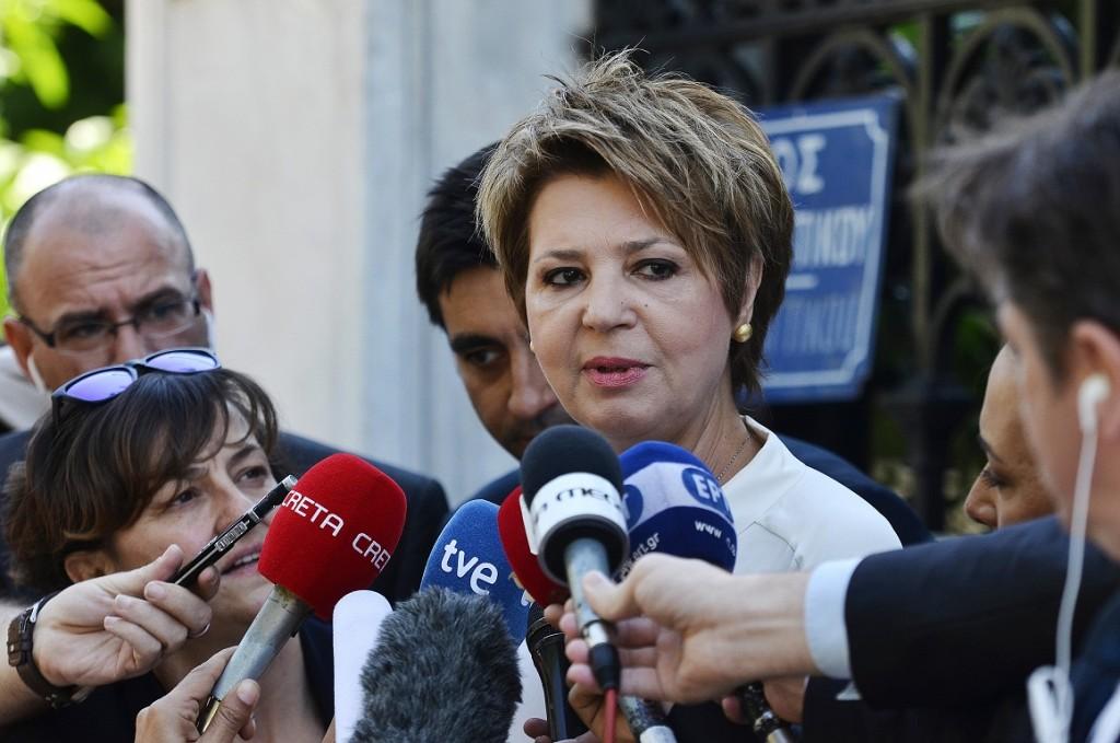 Η Όλγα Γεροβασίλη που αναλαμβάνει Κυβερνητική Εκπρόσωπος στη νέα σύνθεση της κυβέρνησης απευθύνεται στους δημοσιογράφους, πριν την είσοδο της στο Προεδρικό Μέγαρο, για την ορκωμοσία ενώπιον του Προέδρου της Δημοκρατίας, Προκόπη Παυλόπουλου και του Πρωθυπουργού Αλέξη Τσίπρα, Σάββατο 18 Ιουλίου 2015. ΑΠΕ-ΜΠΕ/ΑΠΕ-ΜΠΕ/Φώτης Πλέγας Γ.
